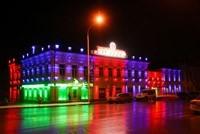 Наружное освещение: архитектурное освещение зданий, фасадов дома в Мысках
